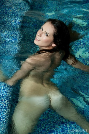 Ebony In Pool Porn
