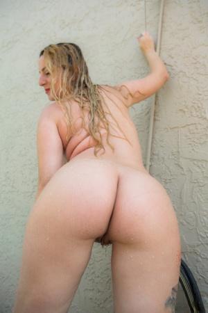Ebony In Shower Porn