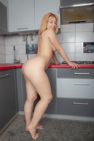 Ebony In Kitchen Porn